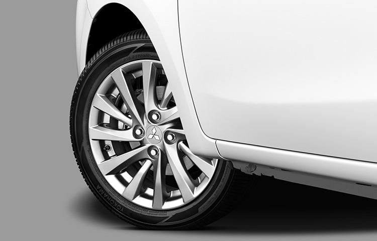 Chrome alloy wheels and rims on pearl white 2017 Mitsubishi Mirage G4 SE