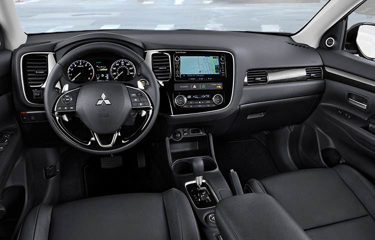 2016 Mitsubishi Outlander interior cabin and center console