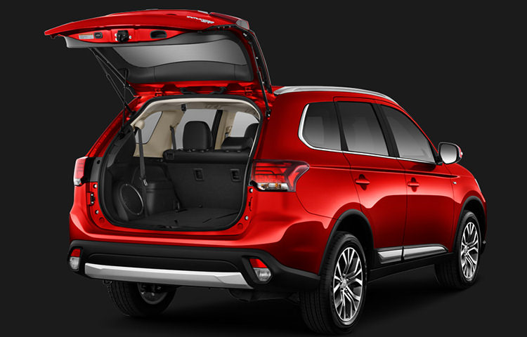 Hauling cargo is easy, but loading it is even easier with the remote-access power liftgate.