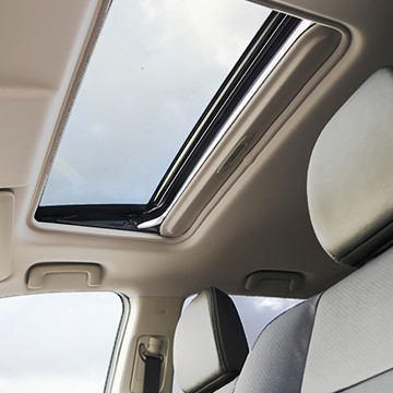 interior picture of 2016 Mitsubishi Outlander sunroof tilt