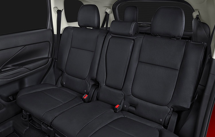 Go from passengers to cargo space in no time with convenient 60/40 split fold-down second row seating.
