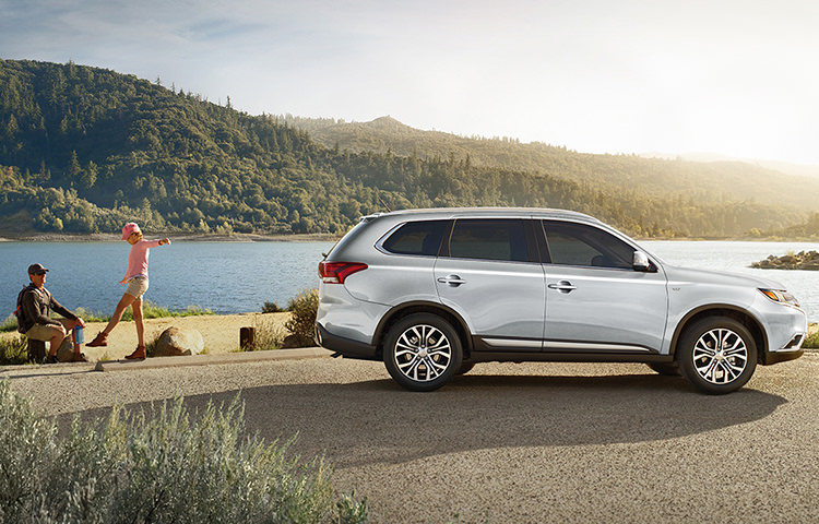 Outlander's new finely-tuned suspension lets you tackle the great outdoors with comfort and confidence.