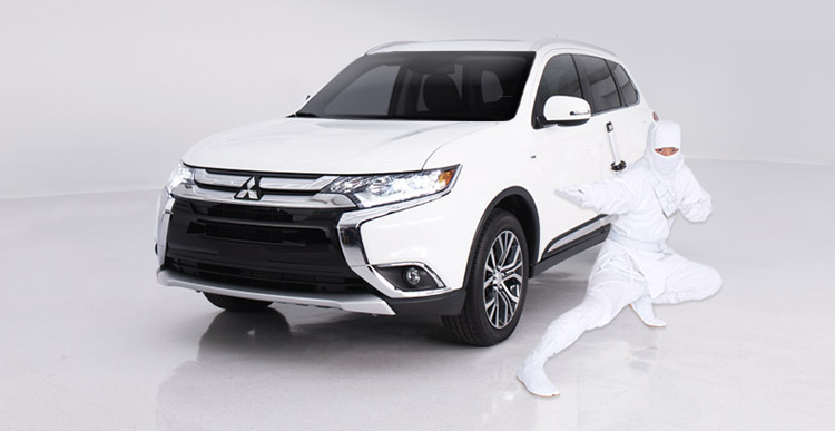 Quiet 2016 Mitsubishi Outlander CUV in Diamond White