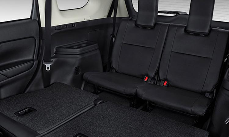 3rd row seating in 2016 Mitsubishi Outlander interior