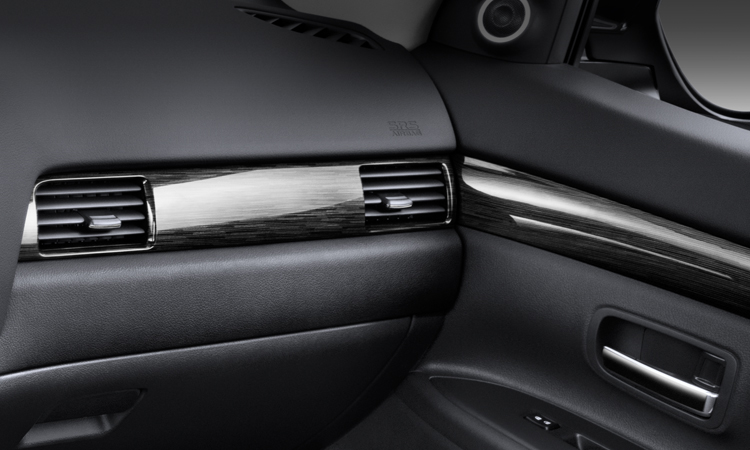 gloss black accents in 2016 Mitsubishi Outlander crossover SUV interior
